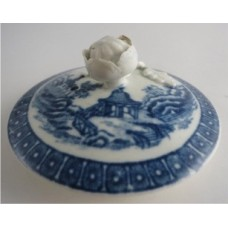 First Period Worcester Teapot Cover, Blue and White 'Fence Pattern', Moulded Flower Finial, c1775