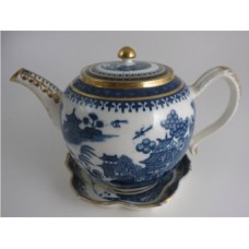 Caughley globular form Teapot, printed in blue and white with 'Willow Nankin' pattern with richly applied gilding, Salopian 'S' mark, c1785