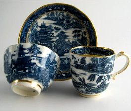 Caughley Scalloped Trio of Tea Bowl, Coffee Can & Saucer, Blue & White 'Pagoda' Landscape Pattern, c1785