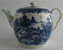 Worcester 'Bandstand' pattern teapot and cover, c1780