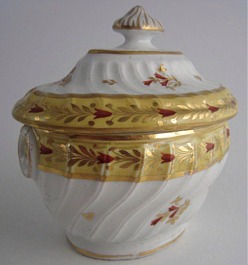 Rare Chamberlain's Worcester Yellow Ground Oval Shanked Sucrier and Cover, Red and Gilt Decoration, Pattern 221, c1800