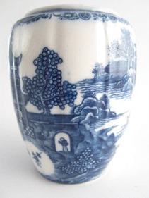 Caughley 'Barrel' Shaped Moulded Tea Canister (Lacking its Lid), Decorated with Blue & White 'Temple' Pattern, c1785