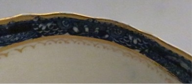 Rim close up - Caughley fluted Sucrier and Cover, printed with blue and white 'Pagoda' pattern with applied gilded decoration, Salopian 'S' mark, c1785
