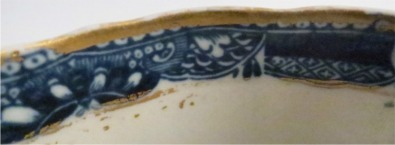 Rim condition - Caughley fluted Sucrier and Cover, printed with blue and white 'Pagoda' pattern with applied gilded decoration, Salopian 'S' mark, c1785