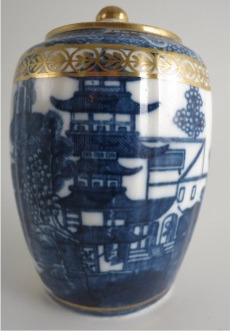 Caughley 'Barrel' Shaped Vertically Moulded Tea Canister, Decorated with Blue & White 'Pagoda' Pattern, c1785