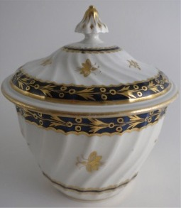 Flight and Barr period Worcester Circular Shanked Sucrier and Cover, Blue and Gilt Decoration with the 'Fly' pattern, c1790