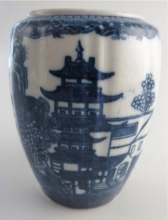 Caughley 'Barrel' Shaped Vertically Moulded Tea Canister (no lid), Decorated with Blue & White 'Pagoda' Pattern, c1785